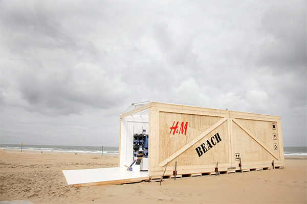 https://www.thedreamfactory.es/wp-content/uploads/2019/04/hm-pop-up-container-playa.jpg