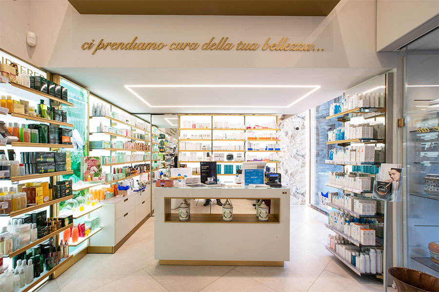 https://www.thedreamfactory.es/wp-content/uploads/2019/05/interiorismo-farmacias-cordusio.jpg