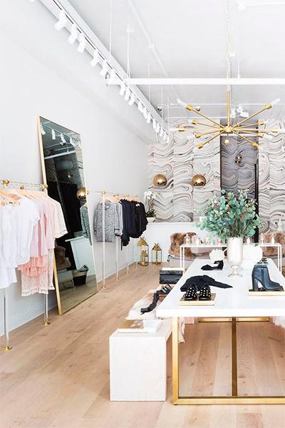https://www.thedreamfactory.es/wp-content/uploads/2019/05/tienda-ropa-decoracion-dorada.jpg