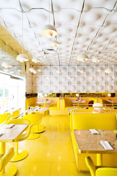 Restaurante monocolor amarillo
